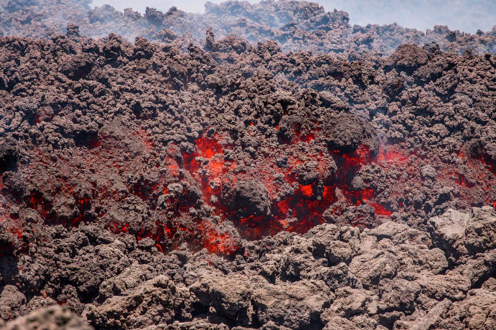 Лава из вулкана Энта