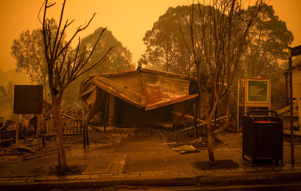 Остатки дома после пожара