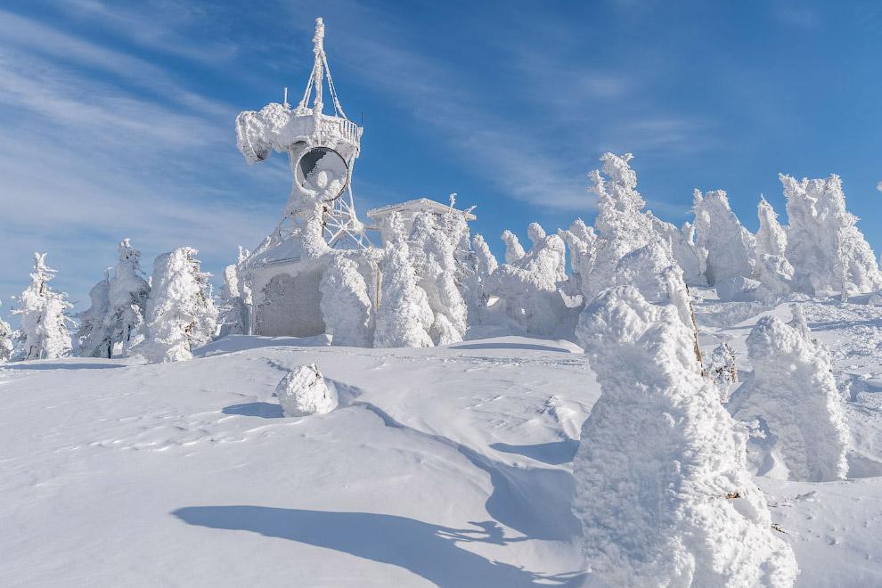 Антени зв'язку в сніжному царстві