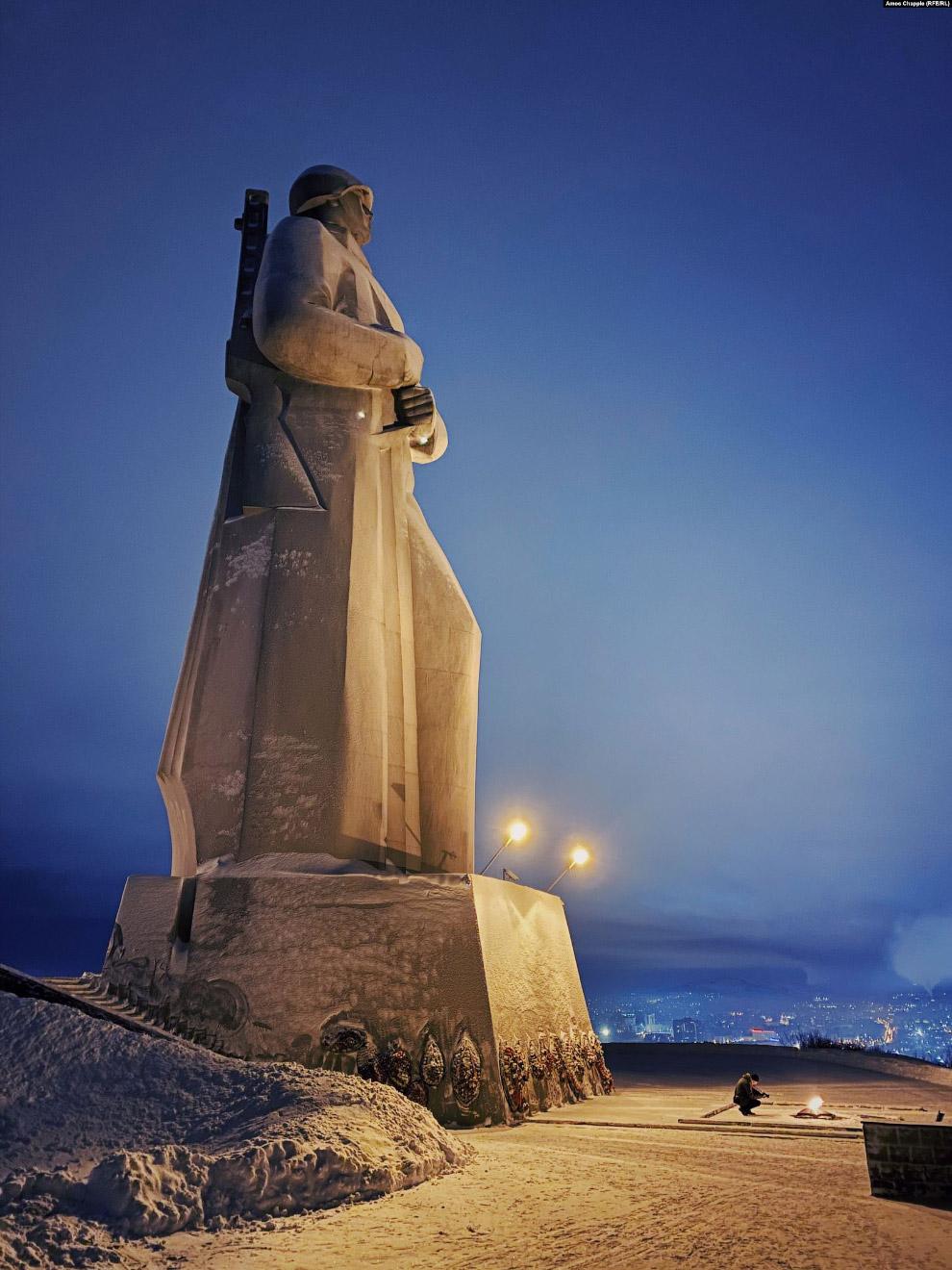 Памятник защитникам Советского Заполярья, известный как «Алеша».