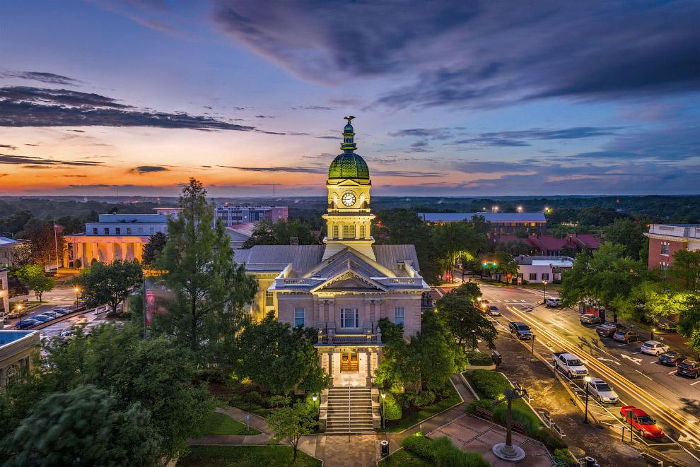 Атенс является пятым по величине городом в Джорджии и столицей Атенс-Кларк Каунти
