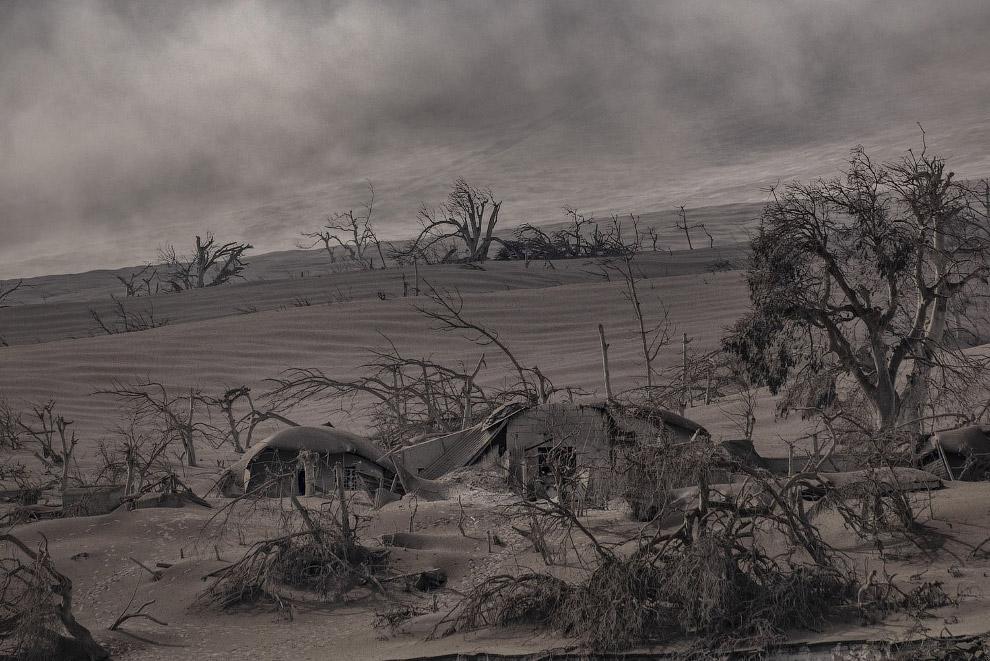 Черно-белый мир после извержения вулкана Тааль на Филиппинах