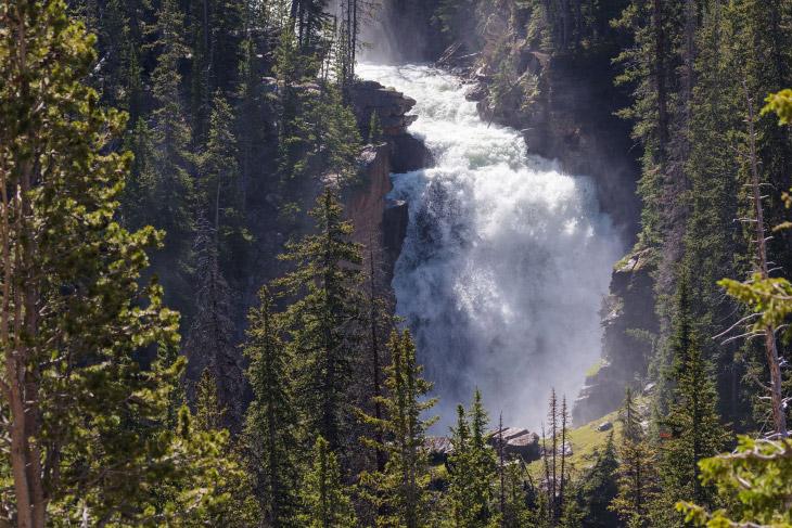 А это водопад водопад Beartooth,, Зуб медведя то есть