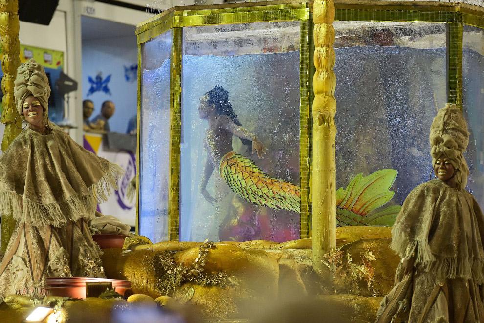 Карнавальное шествие на Самбадроме в Рио