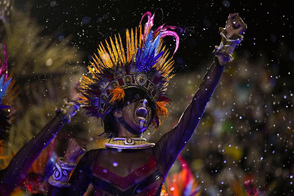 Карнавальное шествие в Рио-де-Жанейро на Самбадроме, Бразилия