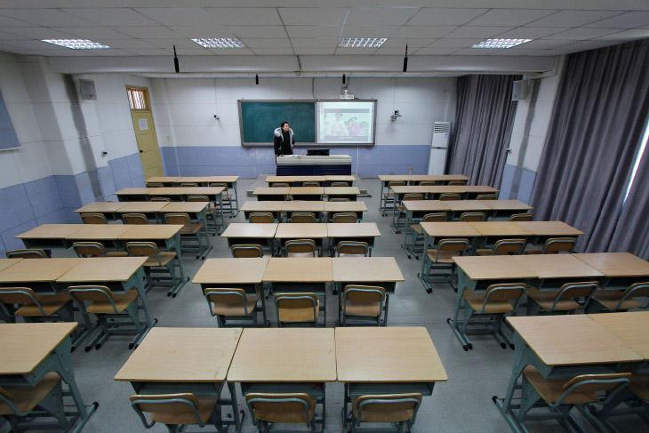 Пустые учебные классы, провинция Хунань, Китай