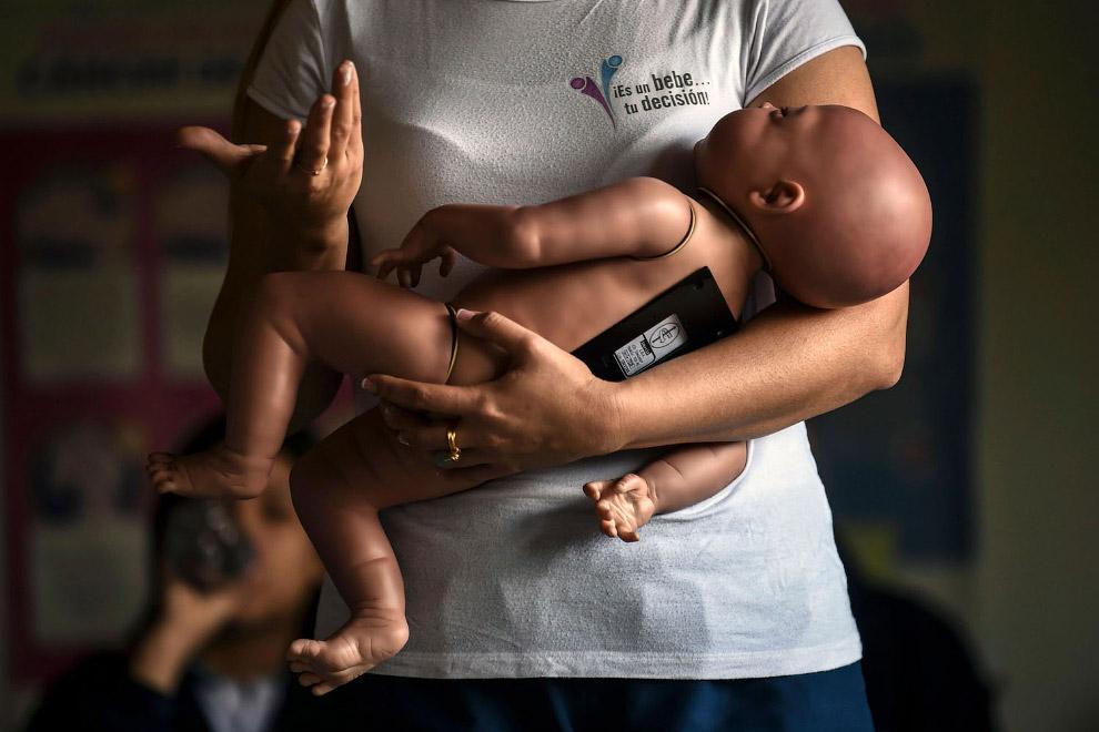 Робот-новорожденный ребенок