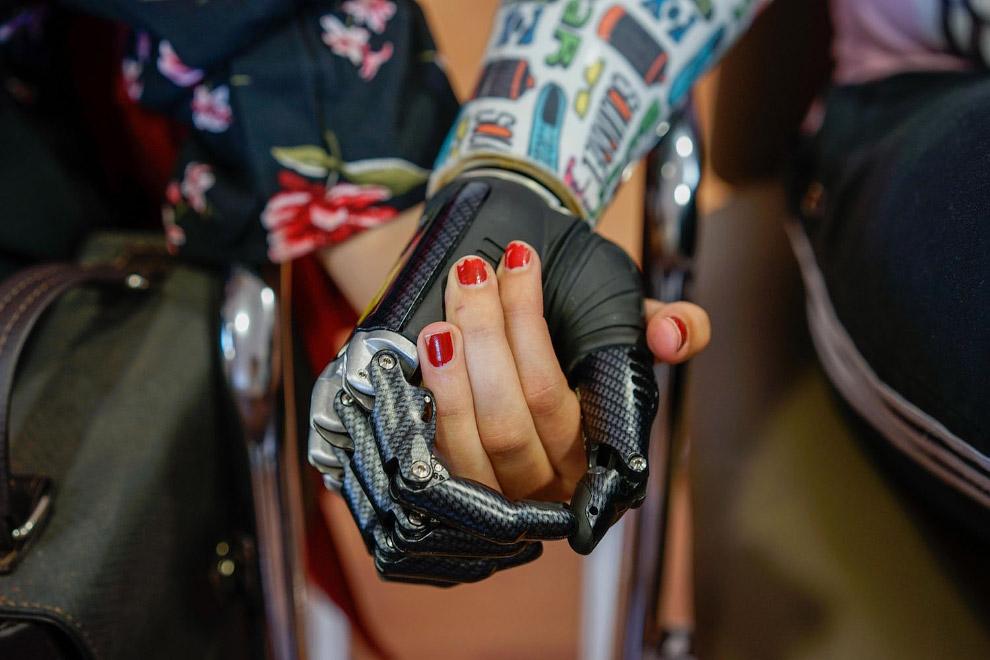 Бионическую рука