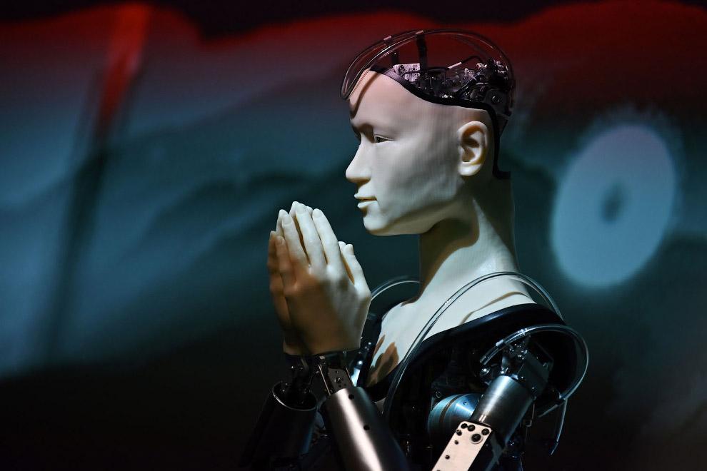 Робот-священник