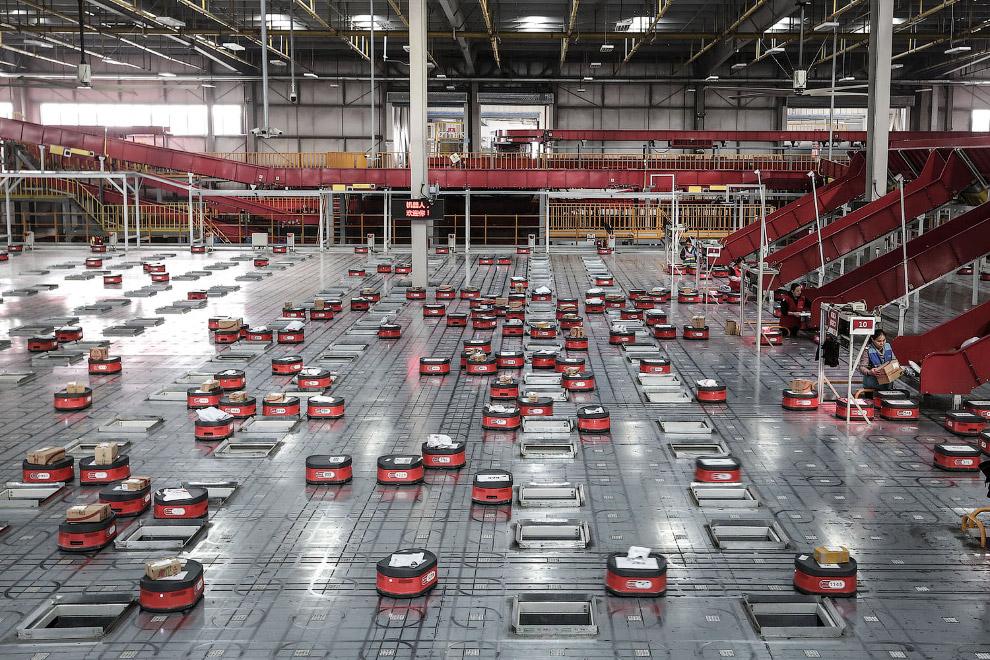 Автоматизированная роботизированная система на складе в Ухане