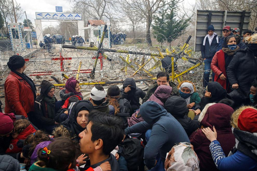 Мигранты на пограничном пункте Пазаркуле в Эдирне