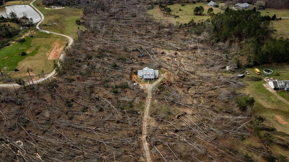 Последствия торнадо в штат Джорджия, США