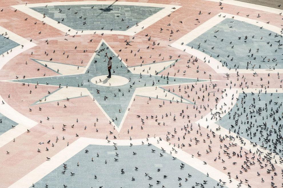 На пустой площади Каталонии в Барселоне, Испания