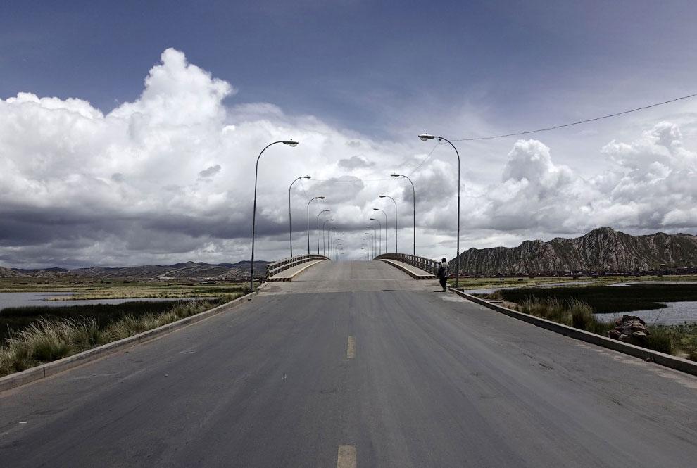 Пустые дороги в Десагуадеро, Боливия