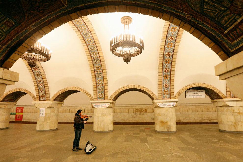 Пустое метро в Киеве, Украина