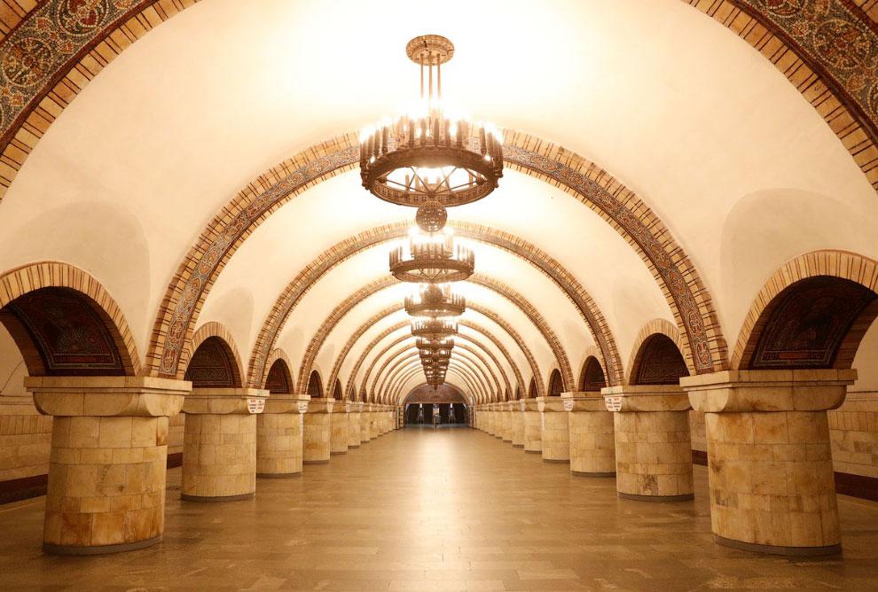 В Киеве не работает метро, пустая станция «Золотые ворота» в центре Киева