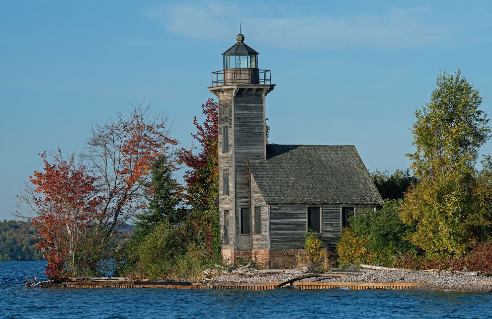 Исторический деревянный маяк The Grand Island East Channel Light