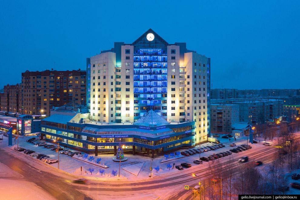 21. Торгово-развлекательный центр City Center на пересечении проспекта Ленина и улицы Дзержинского.