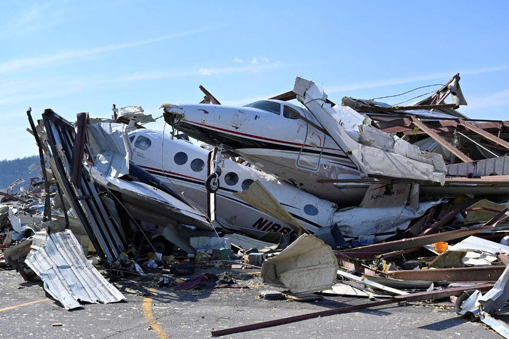 Богатеи пострадали: самолеты под обломками