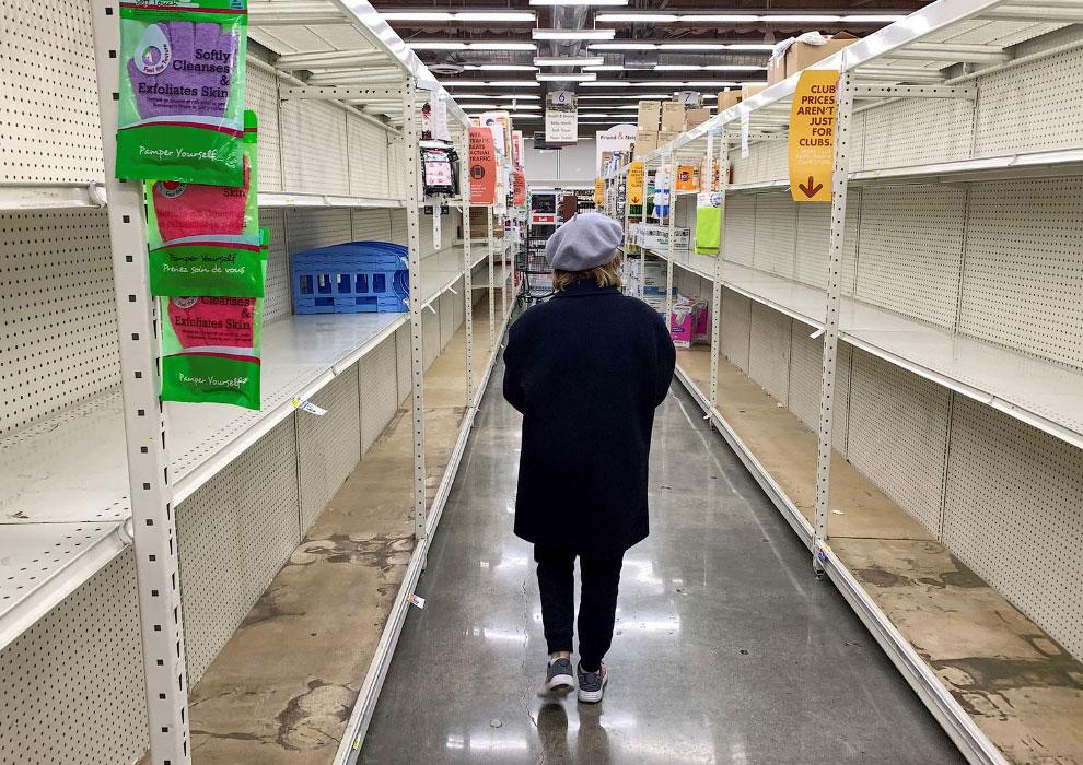 Пустые полки магазинов в Глендейле, штат Калифорния