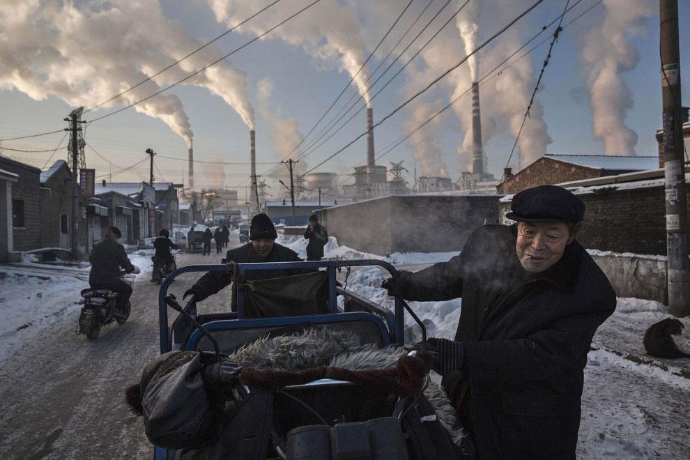 Тяжелая экологическая ситуация по соседству с угольной электростанцией в Шаньси, Китай