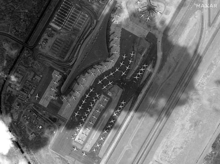 Снимок со спутника. Самолеты на приколе в Панаме