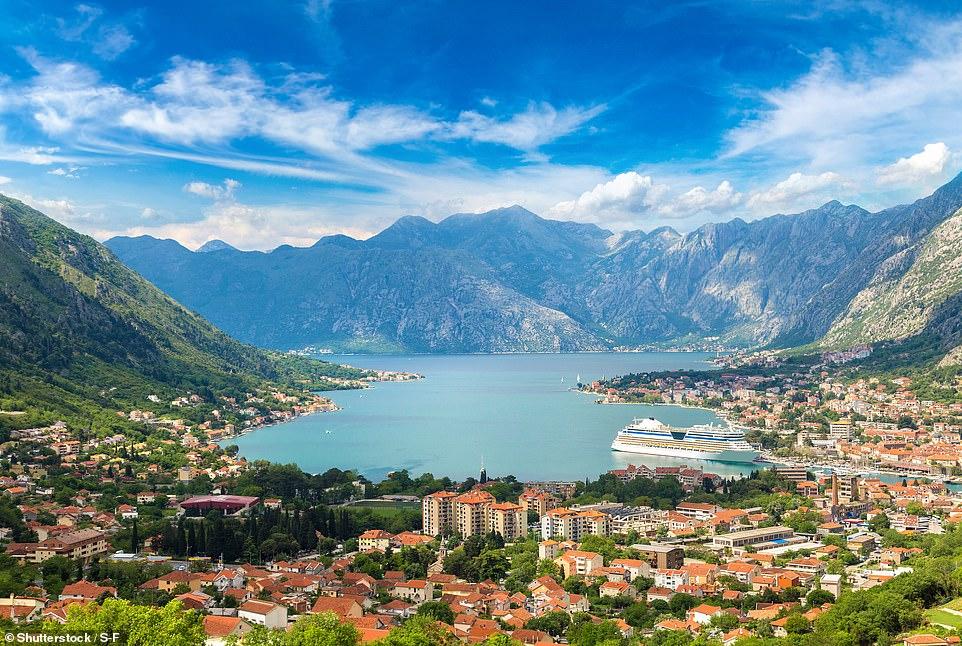 Гавань Котора на адриатическом побережье Черногории