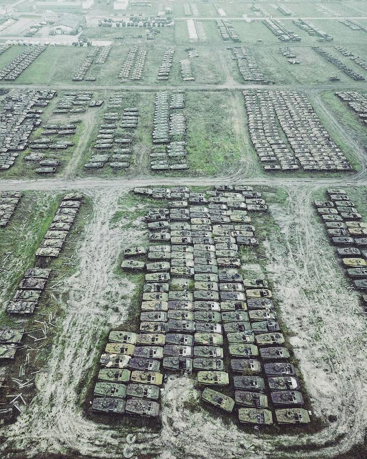 Кладбища военной техники с высоты
