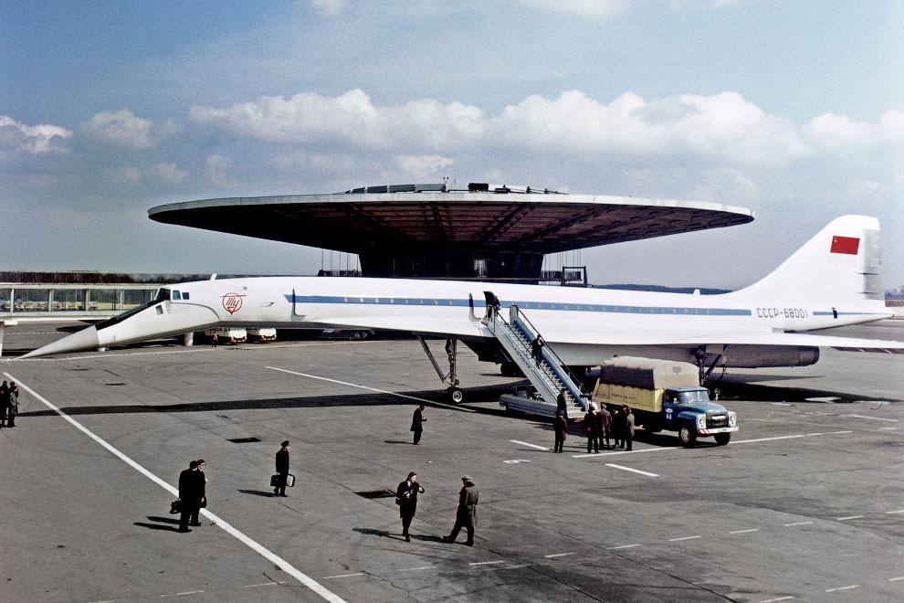 Сверхзвуковой самолет ТУ-144