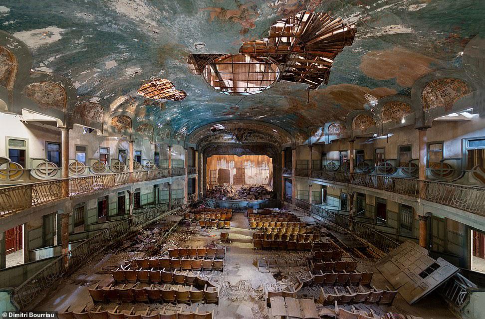 Заброшенный театр в Италии