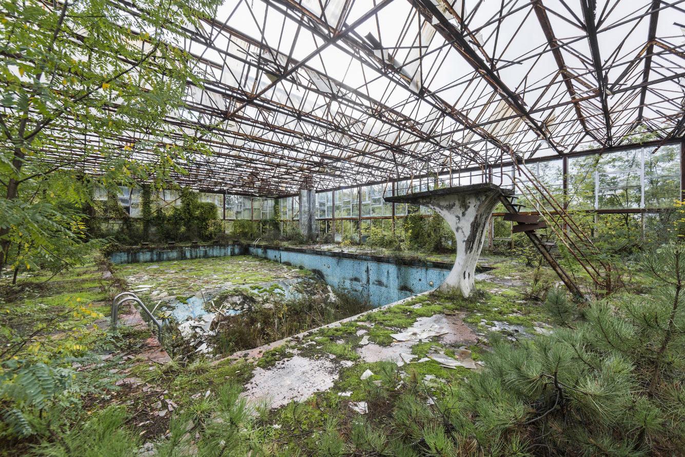 Заброшенный бассейн в Италии