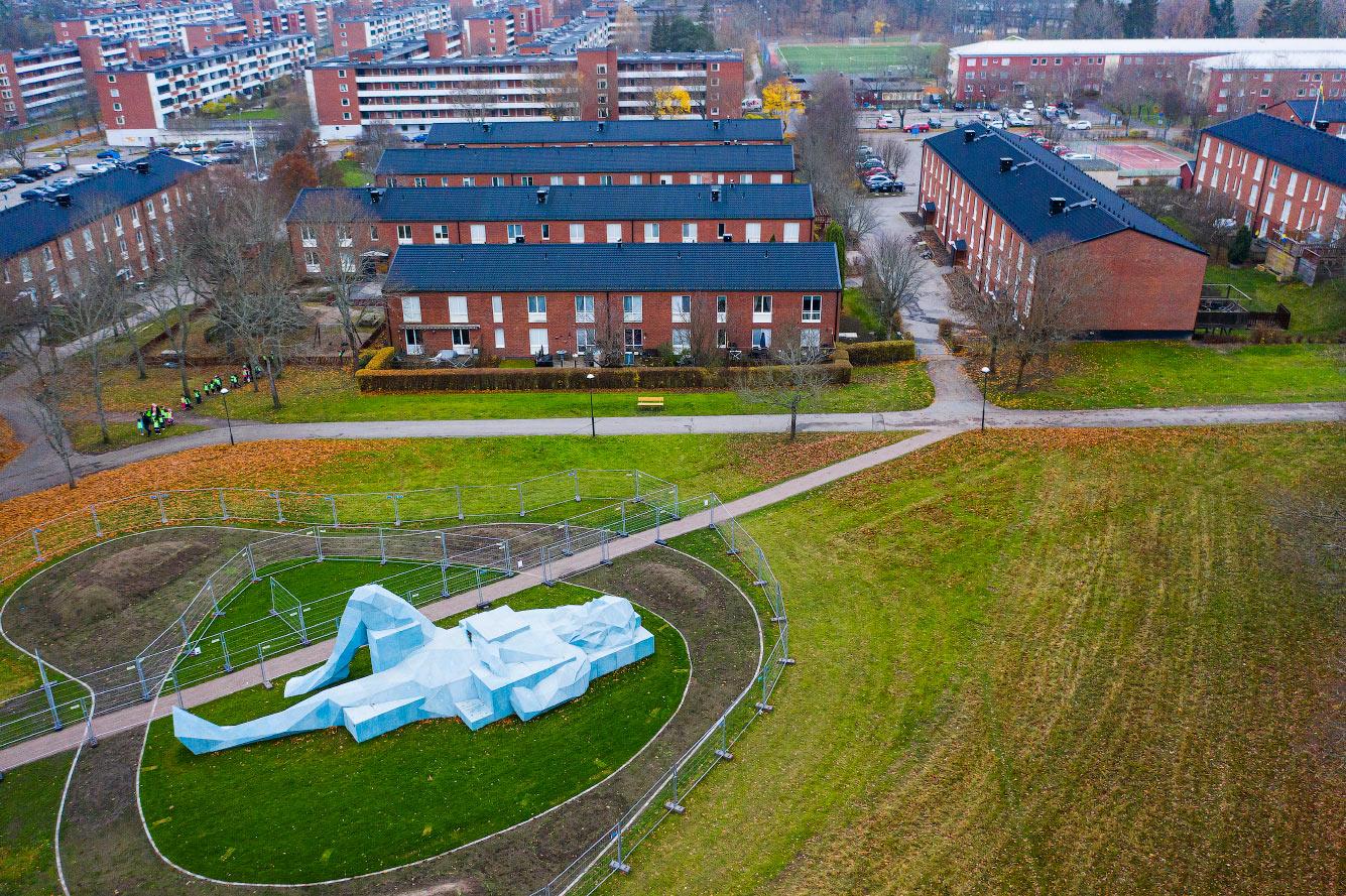 Скульптура гиганта к югу от Стокгольма