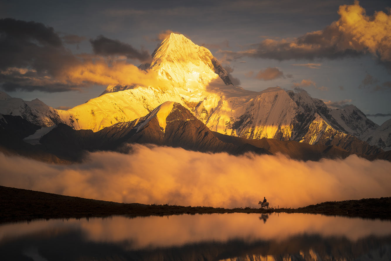 Гора в провинции Сычуань, Китай