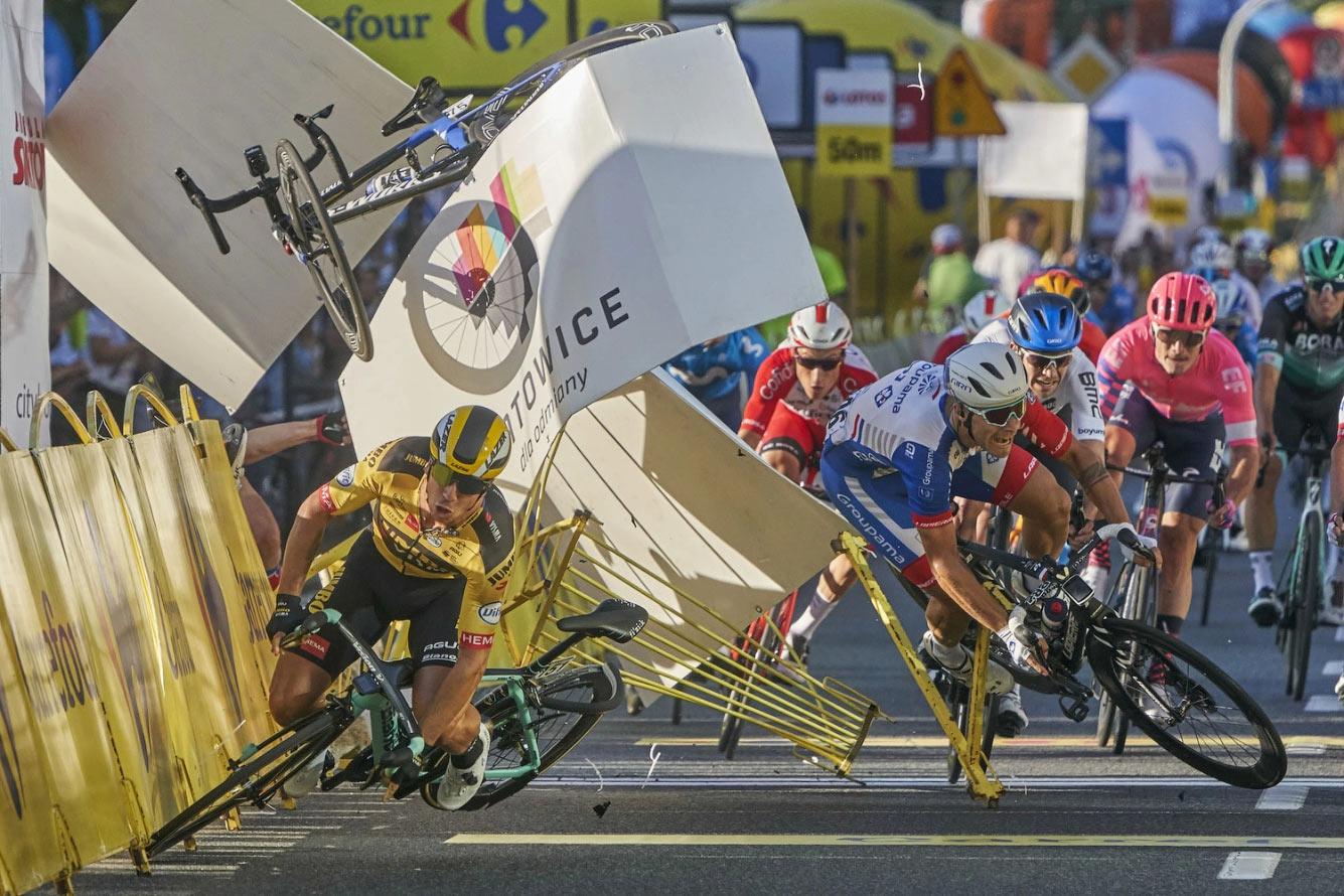Авария первого этапа Тура Польши в Катовице, Польша