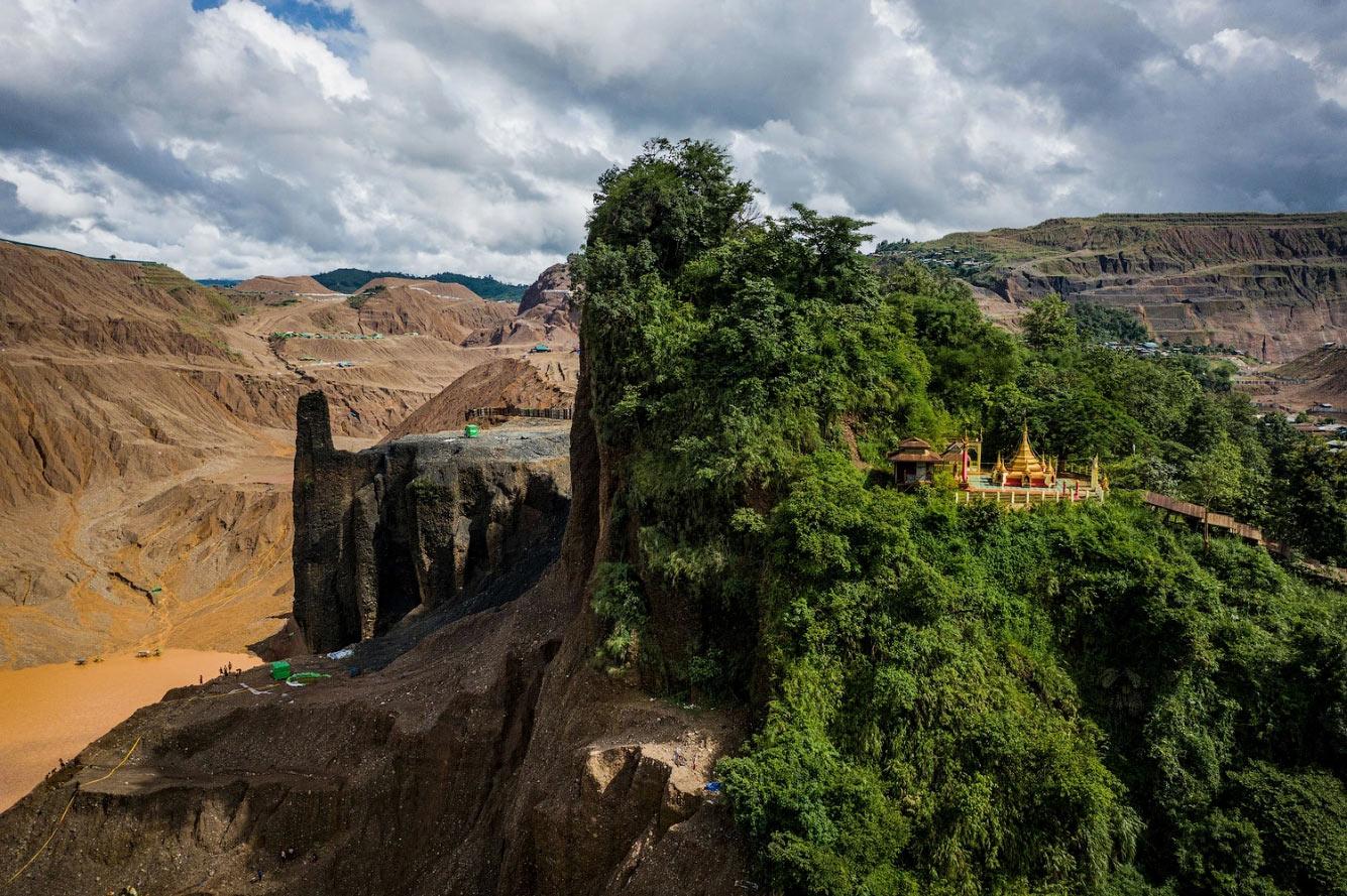 Буддийский храм на горе в Мьянме