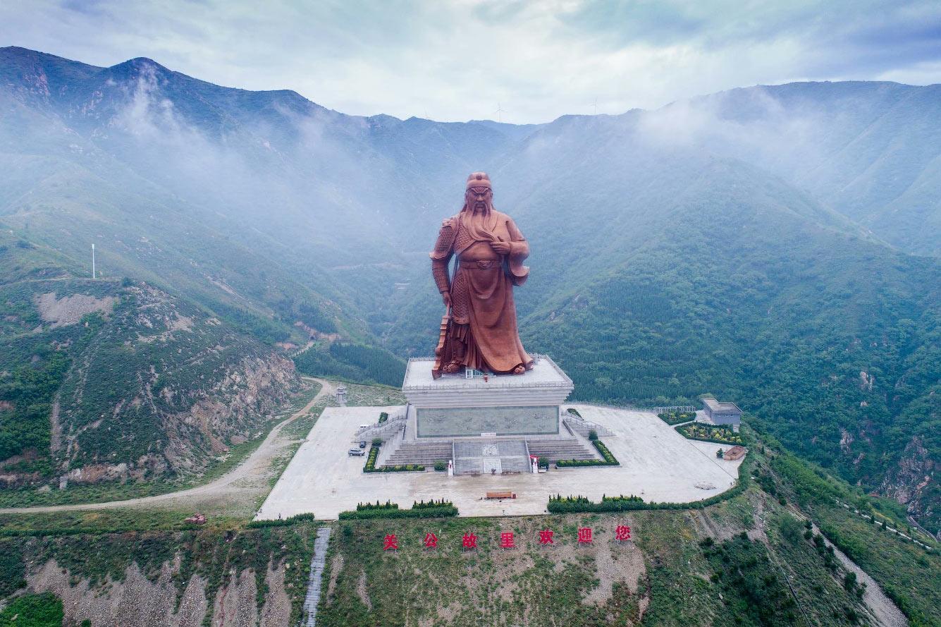 Статуя военачальнику Гуань Юй