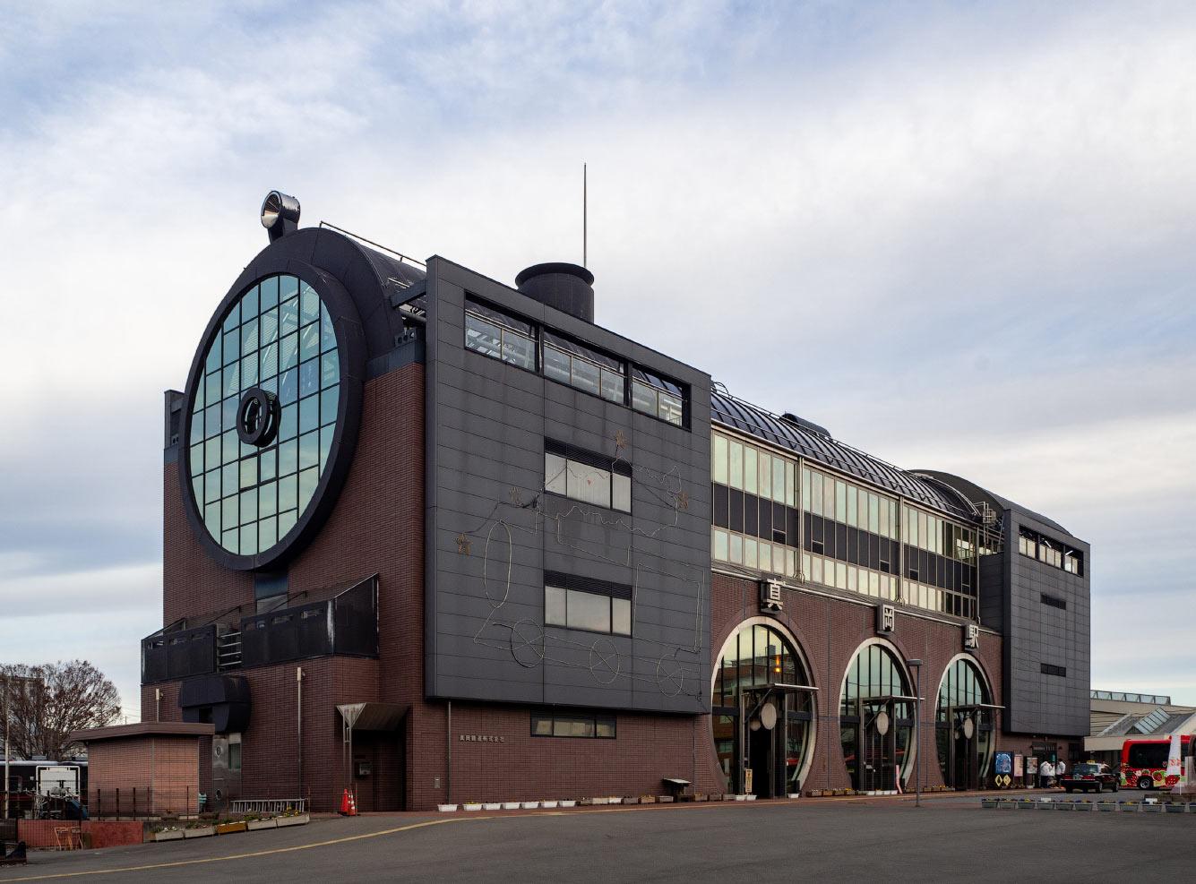 Красивый музей рельсов в Томобе, Япония