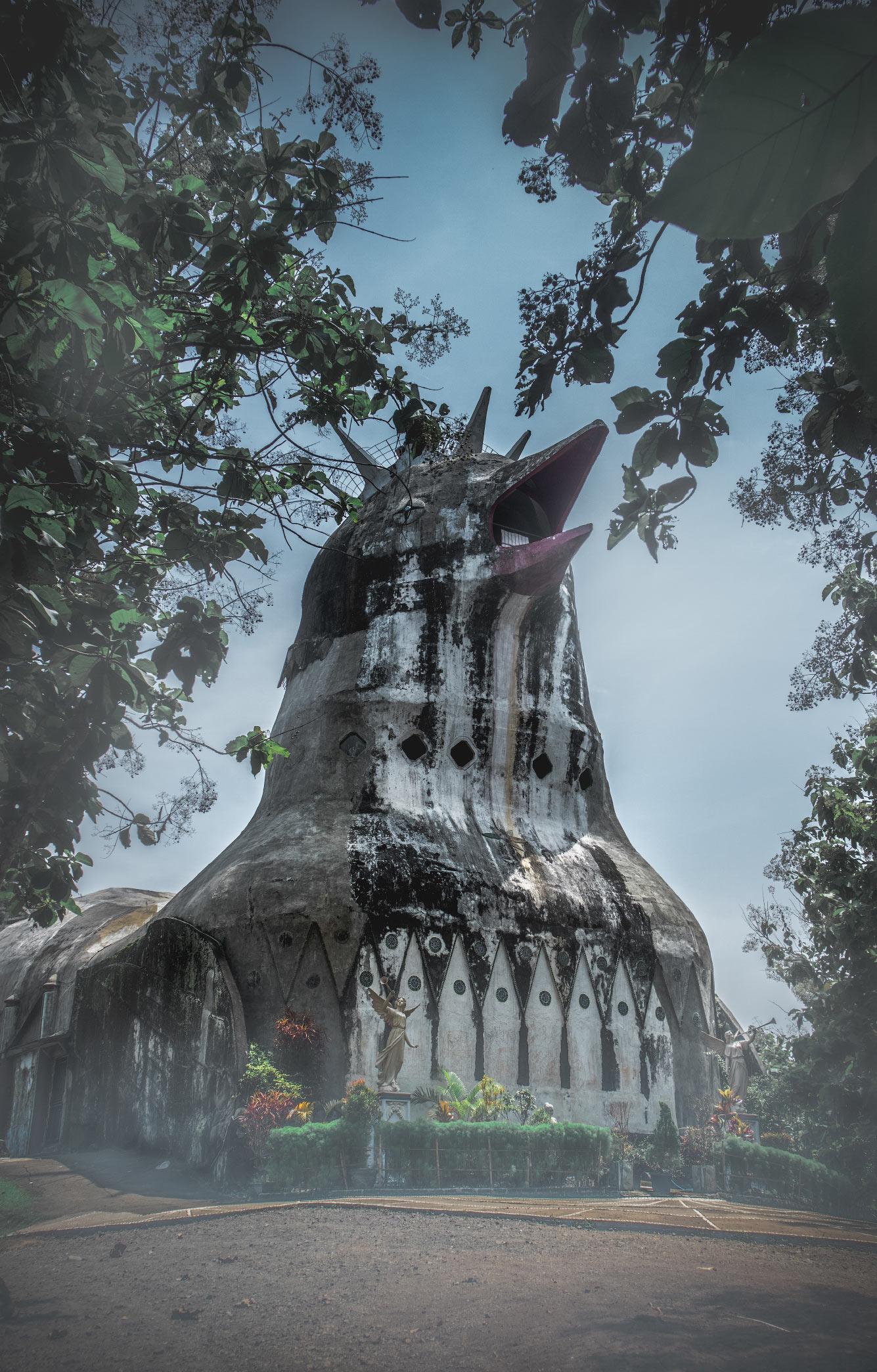 Эта церковь, получившая прозвище «Куриная церковь», находится на острове Ява, Индонезия
