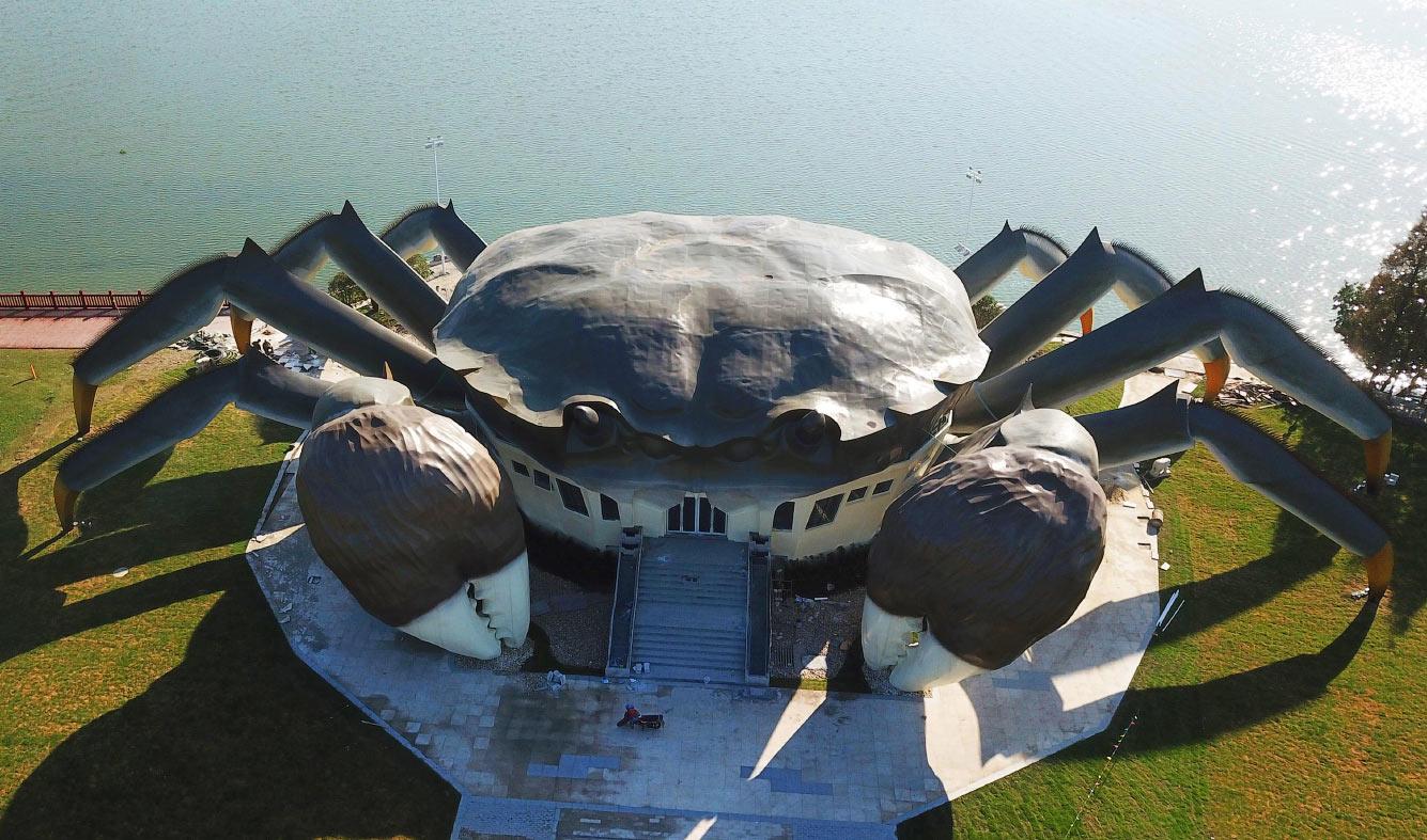 В Китае новый Экологический центр имеет форму краба