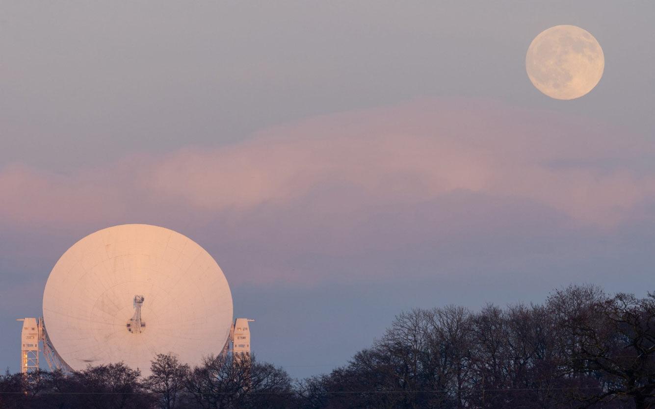 Луна и знаменитый телескоп Ловелла