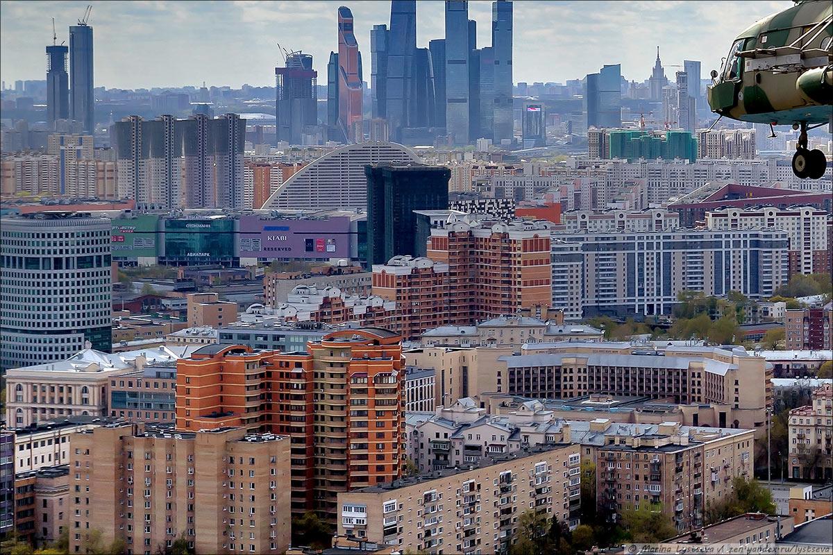 Вид на Сити через Балтийский переулок и Ленинградку