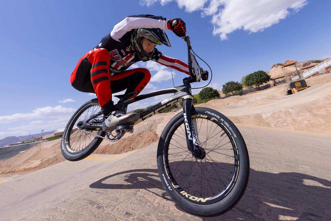 Олимпийский гонщик BMX из США
