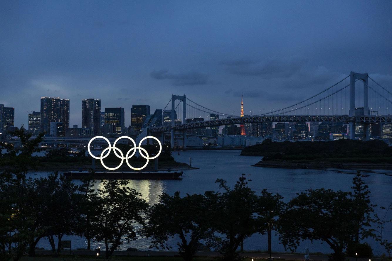 Олимпийские кольца в морском парке Одайба