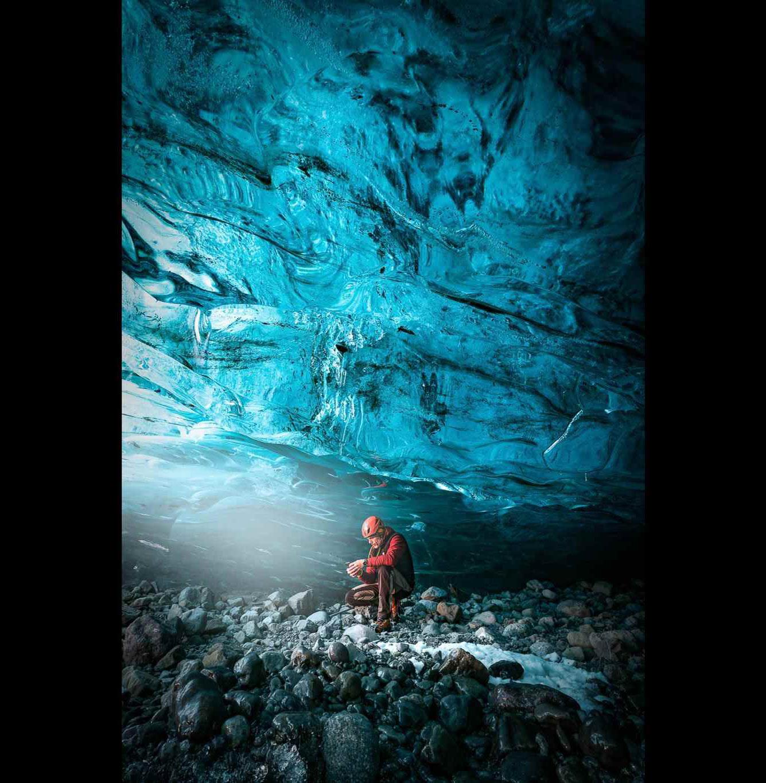 Портрет гида по ледяным пещерам Исландии