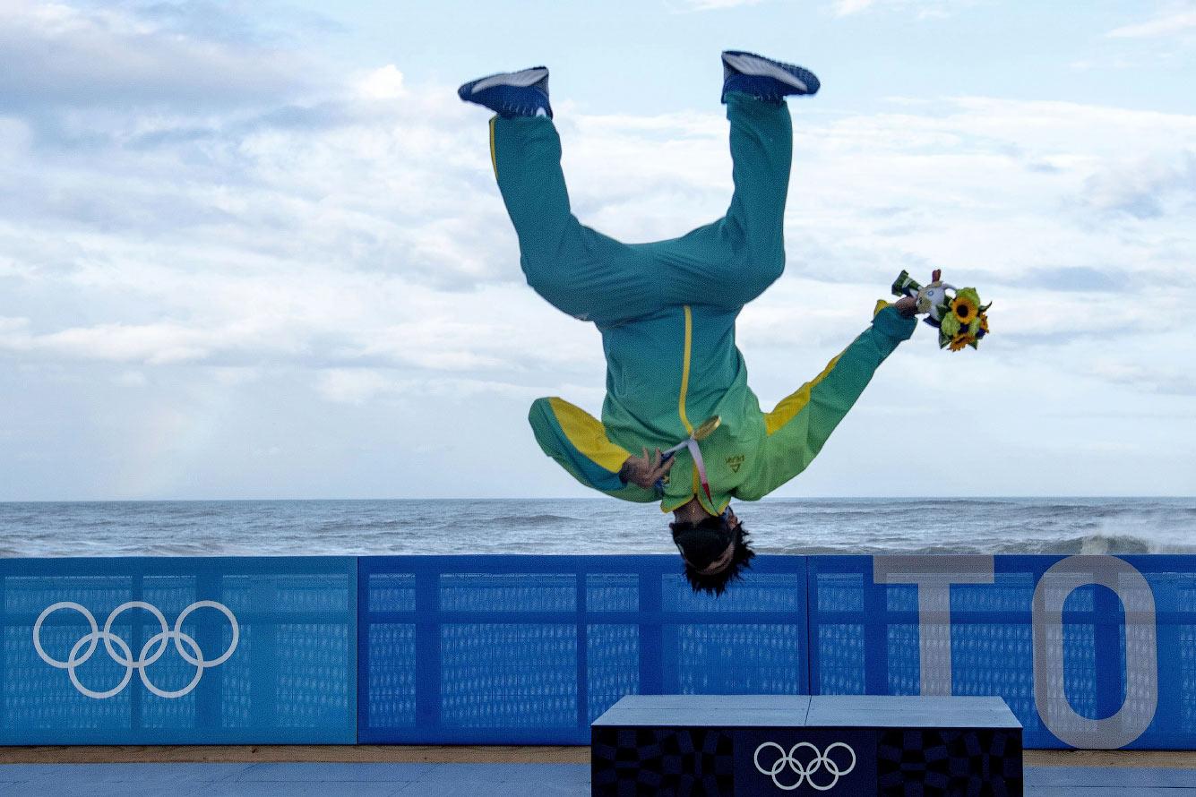бразильский профессиональный серфер Итало Феррейра, золотой призер