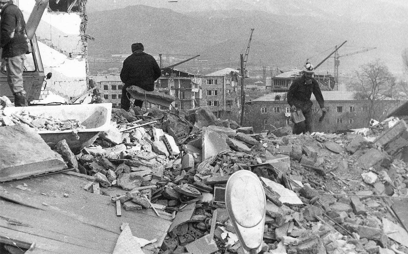 Спитакское землетрясение (Армения, 7 декабря 1988 года).