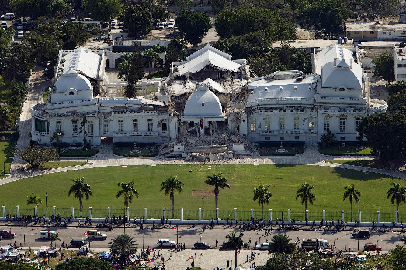 Президентский дворец после землетрясения
