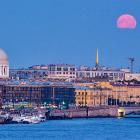 Луна в Санкт-Петербурге