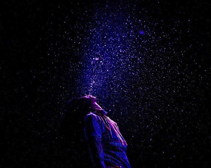 Karen O. — Ведущая вокалистка американская инди-рок группы «Yeah Yeah Yeahs» во время представления в Мюзик-холле, Уильямсберг