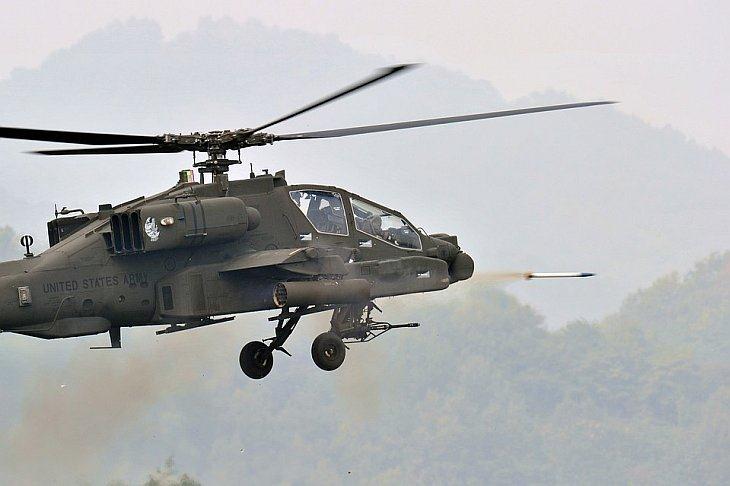 Вертолет США Apache выстрелил ракетой во время совместных учений в Почеон, Южная Корея